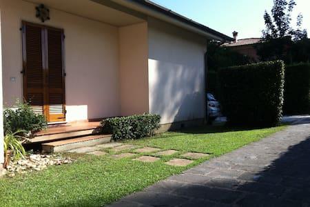 Antonietta's Ville, near Forte dei Marmi - Capanne-Prato-Cinquale - วิลล่า