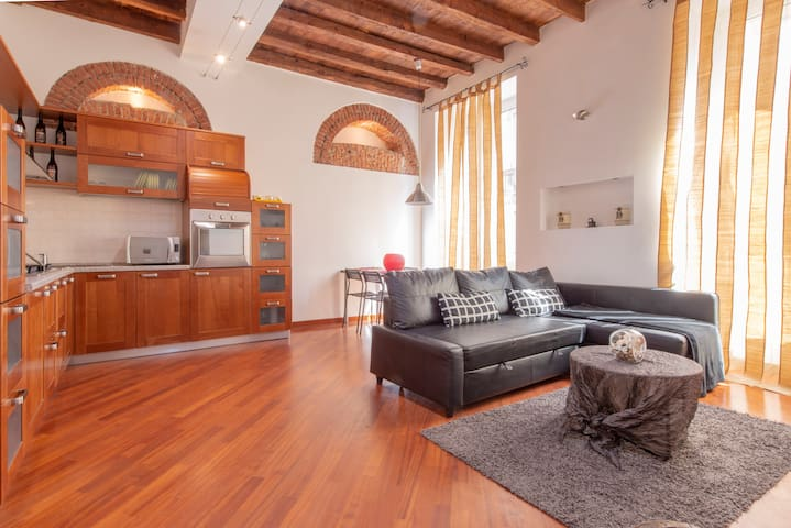 Traditional two-bedroom apartment in Brera