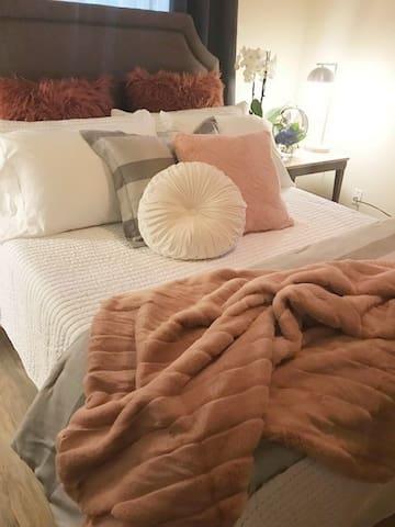 Clean, Cozy, & Quiet 2-Room Suite Near D/T Olympia