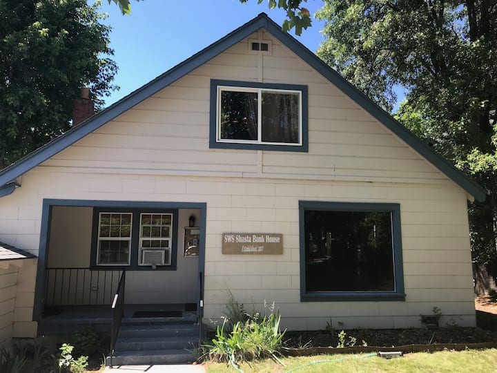 Mt Shasta Bunkhouse - Perfect in Downtown Shasta