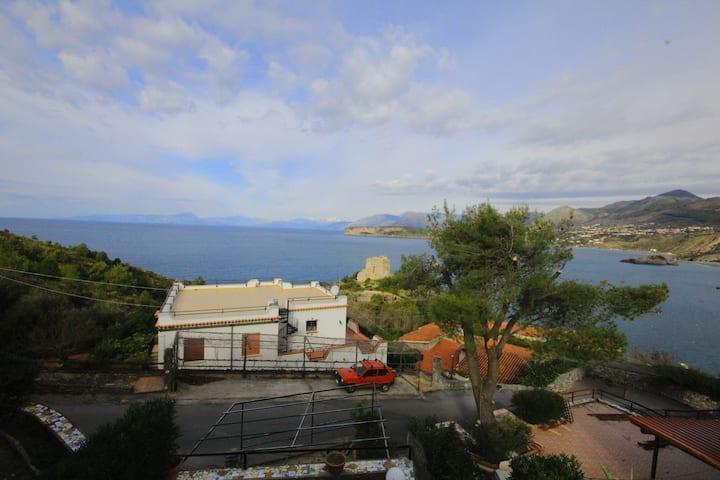 Meraviglioso appartamento con vista mare