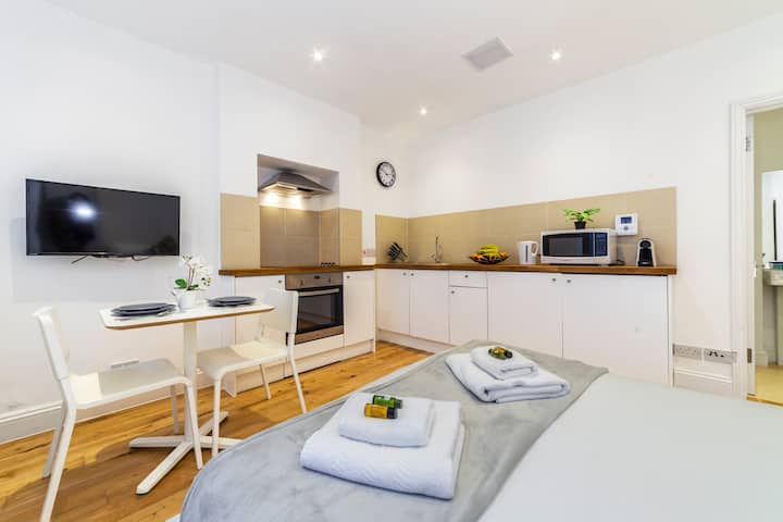 Cozy & Modern Central Studio, 10 min to Hyde Park
