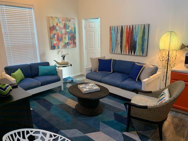 2 BEDROOM UNIT W/ OCEAN & PLEASURE PIER VIEW Q4