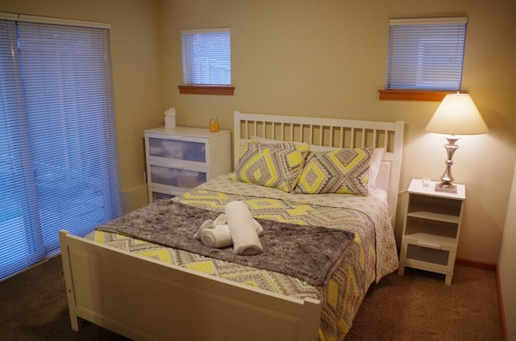 Private room w/ separate entrance and bathroom - Seattle