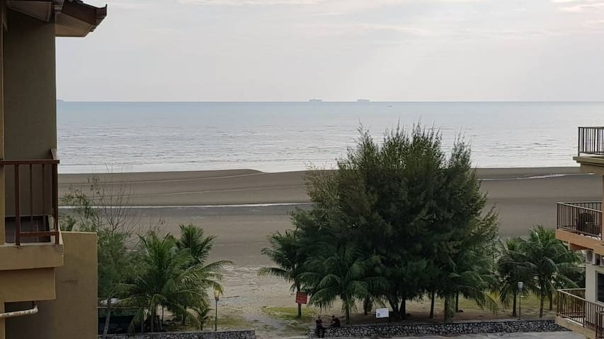 Fully aircon 2 room apartment with lovelysea view