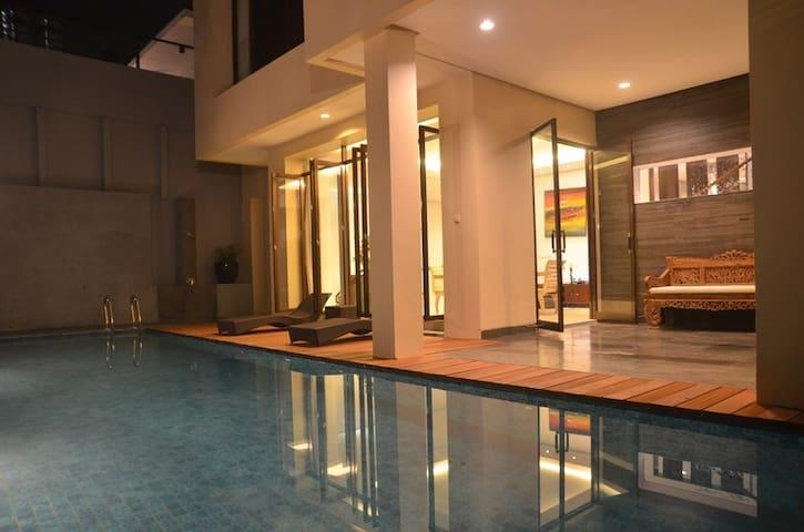 3 BR Villa Dago Pakar 35 + Private Swimming Pool