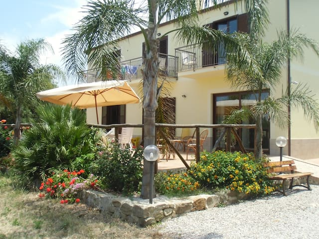 Agriturismo biologico sul mare - Caronia - Bed & Breakfast
