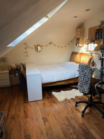 Comfy, quiet, cozy by tube station and Heathrow