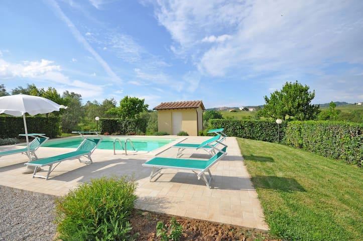 Cuccardino, sleeps 6 guests in La California - Bibbona - Villa