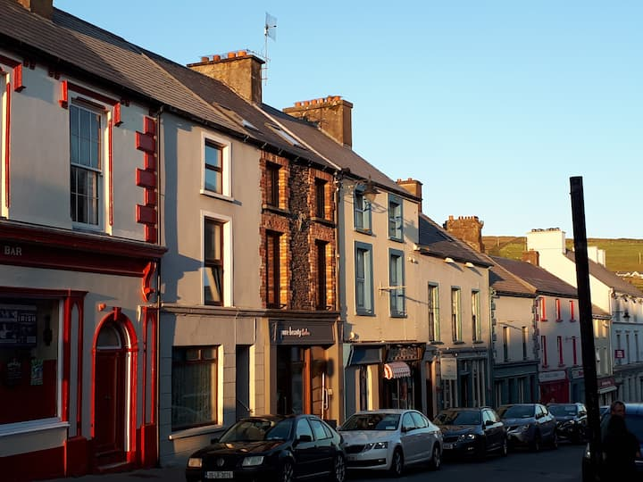 Luxury 1 bed apartment heart of Dingle Main Street