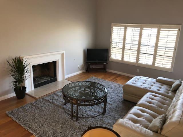South Pasadena View Home - Private Corner Unit