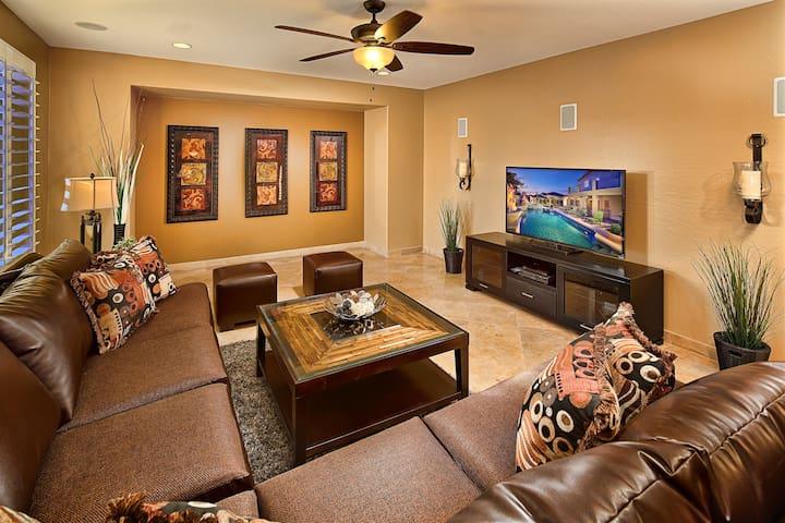 Spacious Living Room with Sleeper sofa