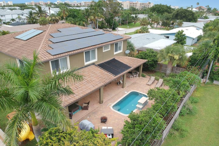 Luxury home with private pool, amenities galore & just minutes to the beach!