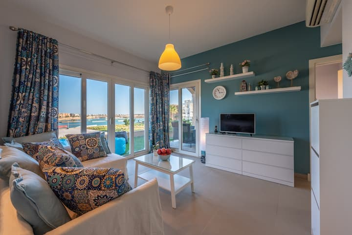 Blue Lagoon modern vibe 1BR Apartment in Waterside