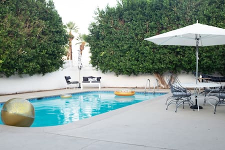 House of Sol, Classic Mid-Century Poolside Retreat