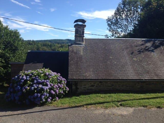 Petite maison de charme - Saint-Hilaire-les-Courbes - Casa