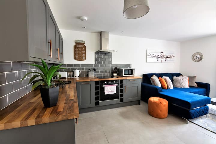 Sleeps 4, private courtyard, City Centre