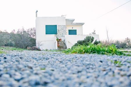 The Sun House on The Hill - Agii Theodori - Haus