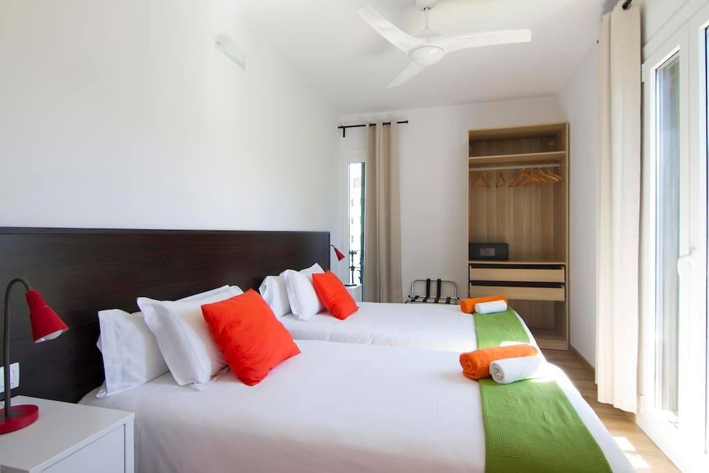 Bright and airy twin beded room with balcony
