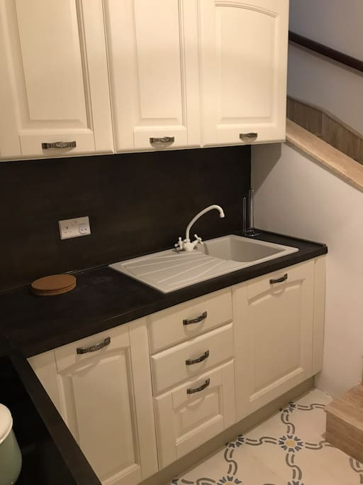 Kitchenette fully equipped with electric hob and oven + fridge