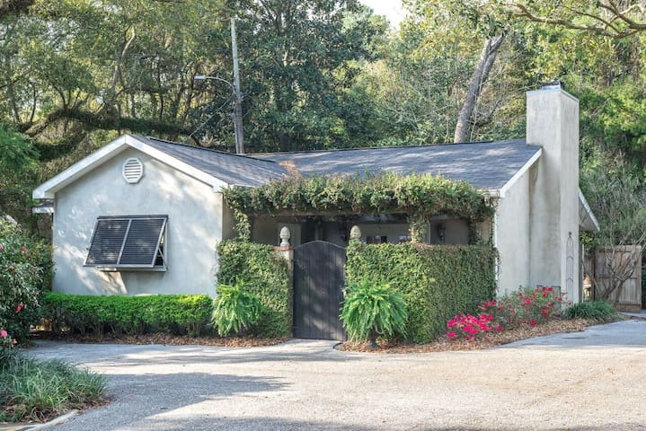 Bow Tie Villa - in the heart of Downtown Fairhope