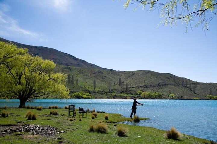 Fly fishing Lake Benmore