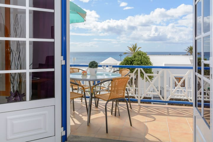 Charming Apartment Close to Beach with Balcony, Wi-Fi & Gorgeous Views
