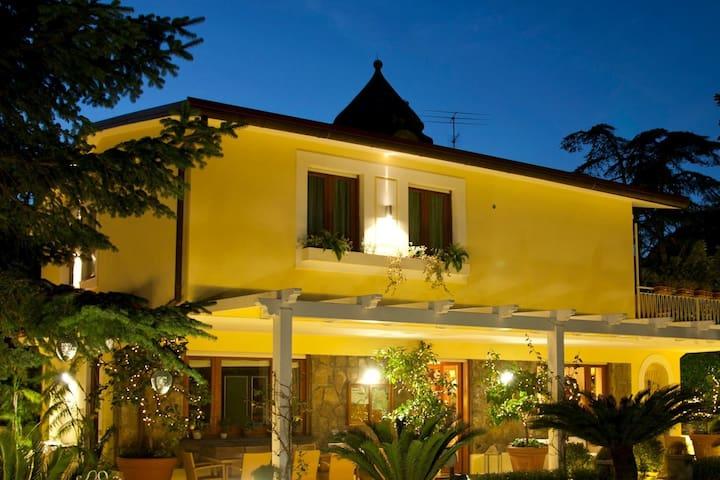 Luxury villa in Sorrento centre