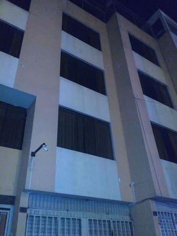 Departamento con 10 habitaciones, S/. x habitación
