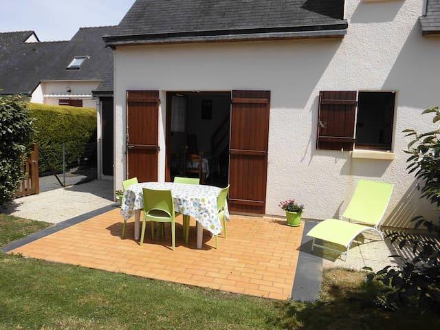 Jolie maison bord de mer Bretagne Sud avec piscine