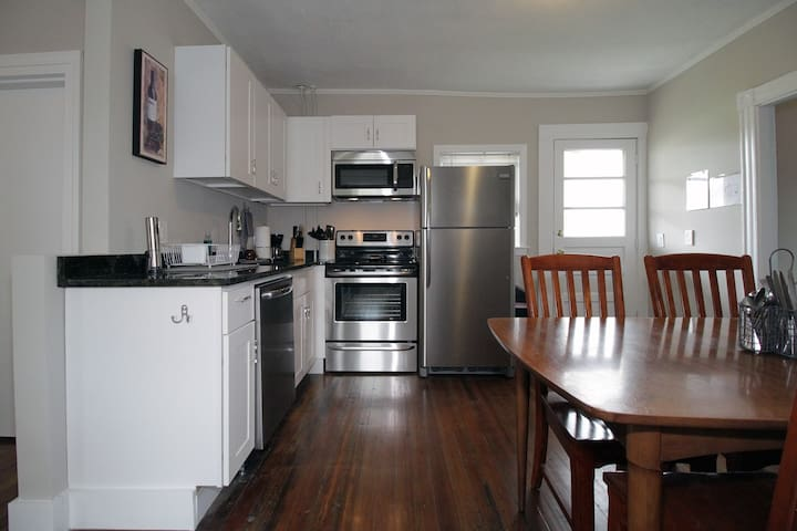 First Floor Apartment Near the Cliff Walk and More