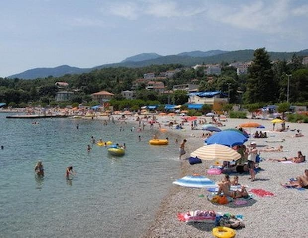 Family Apartment on Adriatic 5 mins Walk to Beach - Karin Gornji - Leilighet
