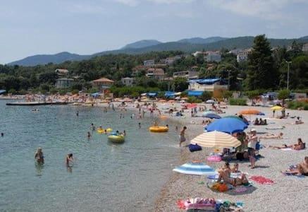 Family Apartment on Adriatic 5 mins Walk to Beach - Karin Gornji
