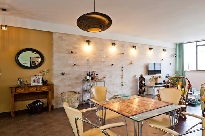 Chic Apt w/ Rooftop Views, Great for Families