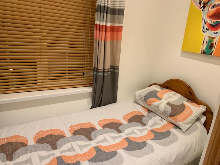 Budget2-PrivateRoom-UCC-Apple-CityCentre-Hollyhill
