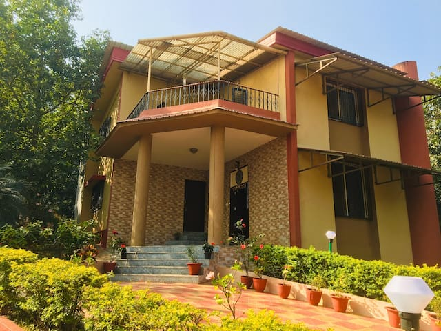 Luxury 4BD Villa - Anmol at Girivan