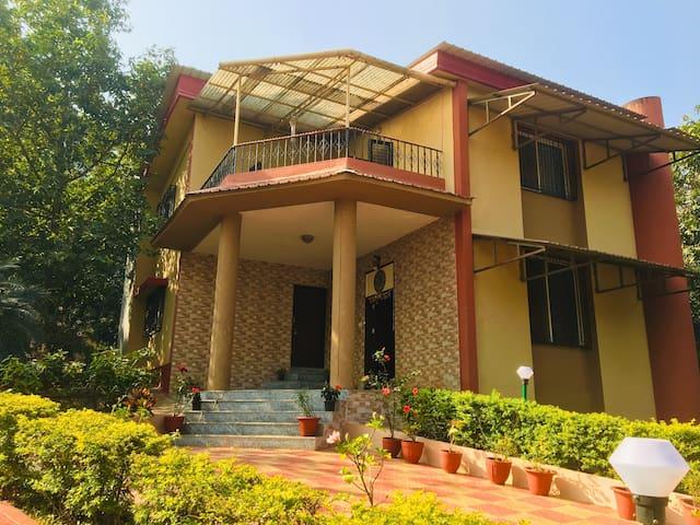 Luxury 4BD Villa - Anmol at Girivan