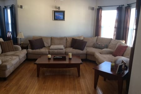 Clean, bright, fully furnished apt - Wohnung