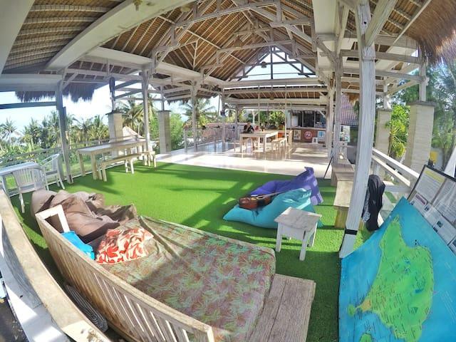 Barn N Bunk Surfer's Hostel (Keramas) - Blahbatuh - Bed & Breakfast