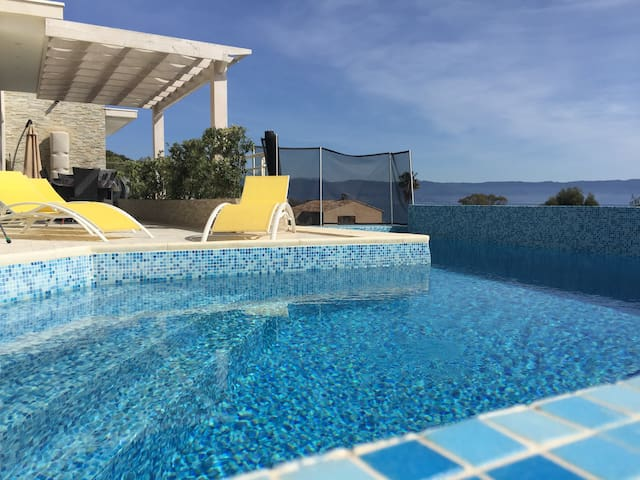 Villa Vizzavona pool  sea view