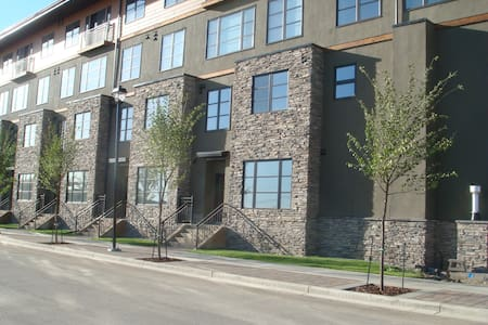 Executive Living,  Exclusive use - Red Deer - Kondominium