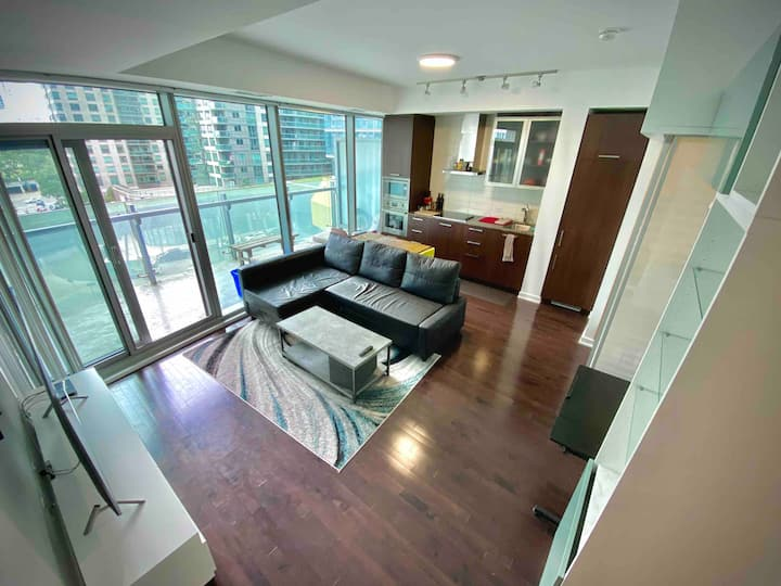 Spacious Downtown 2 Bedroom Condo, CN Tower Area
