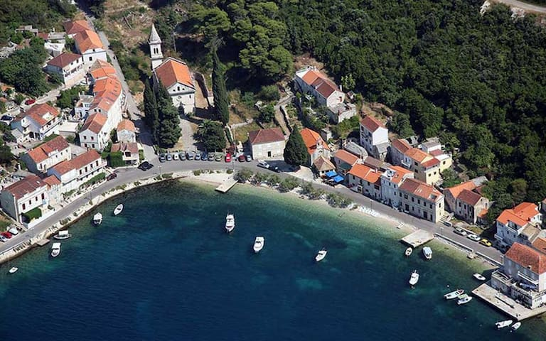 Holiday house in Račišće bay, Korčula island - Račišće - House