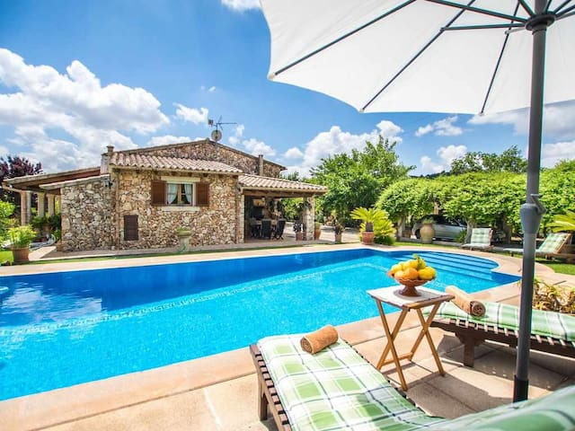 Beautiful country house with panoramic views of the Tramuntana mountains