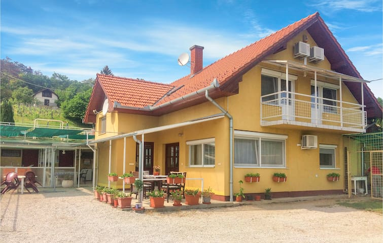 Holiday apartment with 1 bedroom on 60m² in Balatongyörök