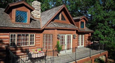 Beautiful Big Cedar 2-bdr. Cabin (Sleeps 6)