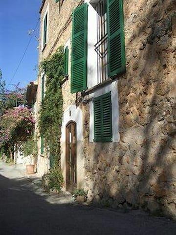 Charming house with beautiful terrace - Deià - House