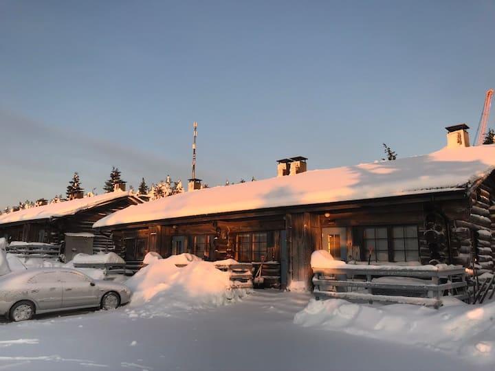 Tupa Huipulla Ski-in/Ski-Out Iso-Syötteen huipulla
