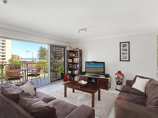 Broadbeach Ocean View - Queen Size Room & Bathroom - Broadbeach  - Apartment