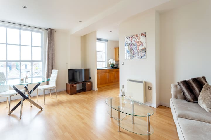 Luxury flat in central Exeter with cathedral views